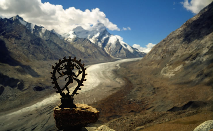 Lord Shiva Diety infront of the Himalyan Mountains - image courtesy of Prabhu B Doss